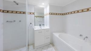 A bathroom at Oaks on Castlereagh, Sydney Central