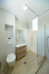 エクスプローラ ホステル ポドゴリツァにあるバスルーム