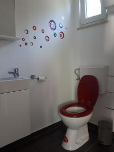 A bathroom at Studio Apartman Splash