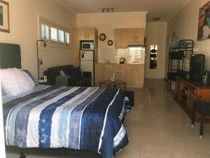 A bed or beds in a room at Pelicans Rest Shellharbour