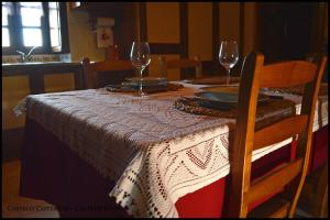 A restaurant or other place to eat at Castelo Cottages