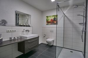 A bathroom at Ferienwohnung Atrium