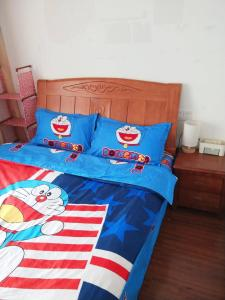 A bed or beds in a room at Frog House Apartment