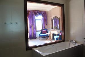 Salle de bains dans l'établissement Château Perrin d'Hoge