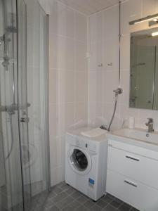 Ett badrum på Asuntovuokraus Poimu