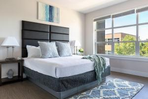 A bed or beds in a room at Stay Alfred at E6