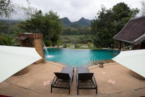 The swimming pool at or close to Shangri-Lao Resort