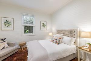 A bed or beds in a room at Jetty House