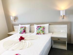 Een bed of bedden in een kamer bij Votsalakia Beach