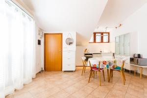 A kitchen or kitchenette at Apartments Giuliani
