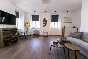 A seating area at Apartments Del Molo