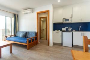 A kitchen or kitchenette at Apartamentos Massol