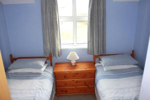 מיטה או מיטות בחדר ב-Giant's Causeway Holiday Cottages