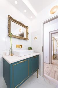 A bathroom at Mediteraneo