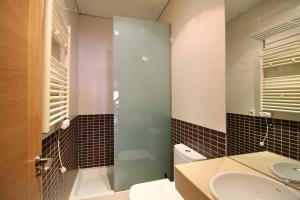 A bathroom at Prado Apartamentos