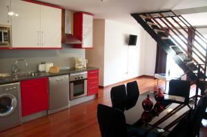 A kitchen or kitchenette at Prado Apartamentos
