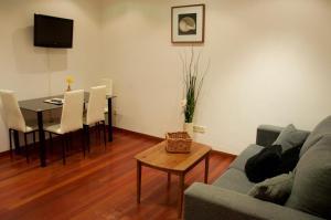 A seating area at Prado Apartamentos