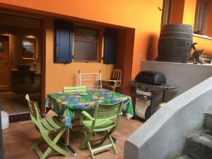 Barbecue disponible mis à disposition des clients de la maison de vacances