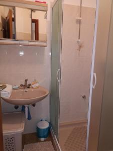 A bathroom at Studio Apartment Riva