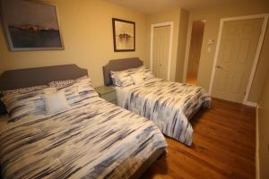 A bed or beds in a room at 3 BEDROOM SPACIOUS CONDO ON THE PLATEAU