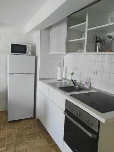 Küche/Küchenzeile in der Unterkunft NiJole Apartment