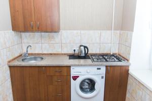 Кухня или мини-кухня в Apartments Faraon on Gorkogo