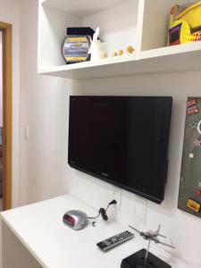A television and/or entertainment center at Apartamento Excelente