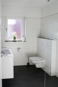 Ein Badezimmer in der Unterkunft Haus an den Salzwiesen - Wohnung Sturmmöwe