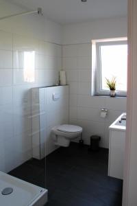 Ein Badezimmer in der Unterkunft Haus an den Salzwiesen - Wohnung Silbermöwe
