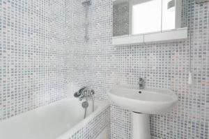 A bathroom at Charming Parisian studio!