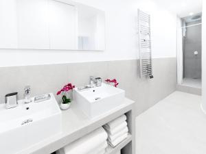 A bathroom at LUXURY 4 BEDROOM PARIS CENTER