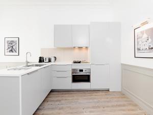 A kitchen or kitchenette at LUXURY 4 BEDROOM PARIS CENTER