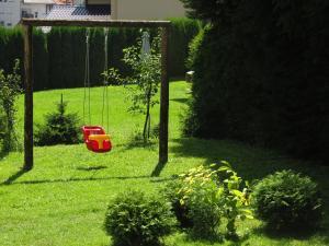 Vrt ispred objekta Apartments Bojana
