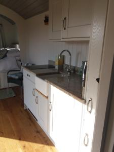 Kuchyňa alebo kuchynka v ubytovaní Fair Farm Hideaway