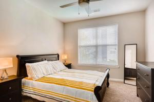 A bed or beds in a room at Downtown Atlanta Apartments by 1stHomeRent