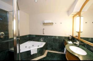 A bathroom at Deluxe King Room in Gold Tower