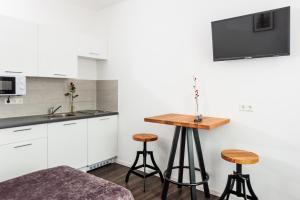 Virtuvė arba virtuvėlė apgyvendinimo įstaigoje Apartment City Lenaustrasse