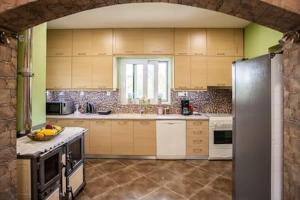 Kuchyňa alebo kuchynka v ubytovaní Zoi's House Luxurious Vacation