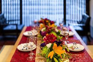 Restoran või mõni muu söögikoht majutusasutuses Gion Holiday Home Yururi