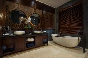 A bathroom at Samsara Ubud