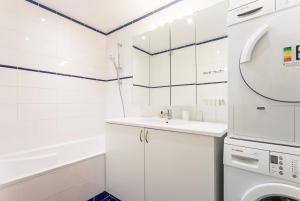 A bathroom at CMG Champs de Mars/ Fédération