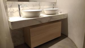 A bathroom at Villa LuxL