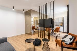 TV i/ili zabavni centar u objektu Monvi Luxury Suites