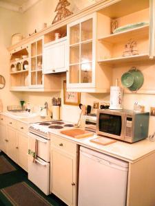 Una cocina o zona de cocina en Crystal Palace Apartment
