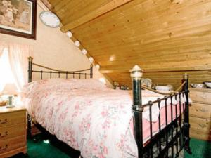 A bed or beds in a room at Chapel Cottage