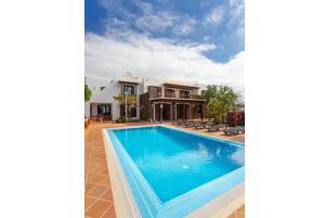 Het zwembad bij of vlak bij La Higuera
