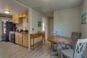 Kuchyňa alebo kuchynka v ubytovaní West Bremerton Cozy Home