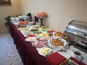 Opcje śniadaniowe w obiekcie Prima
