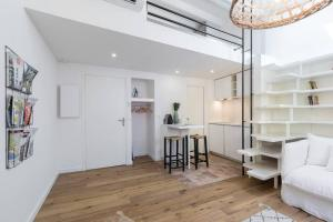 A kitchen or kitchenette at Private Duplex Old Town