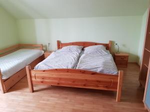 Ein Bett oder Betten in einem Zimmer der Unterkunft Apartman Aneta
